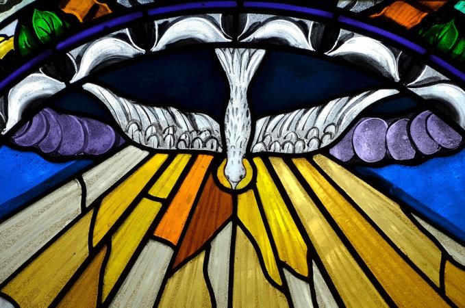 dove pentecost AdobeStock_110086872 (1)